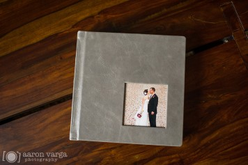 Gray Leather Finao Album