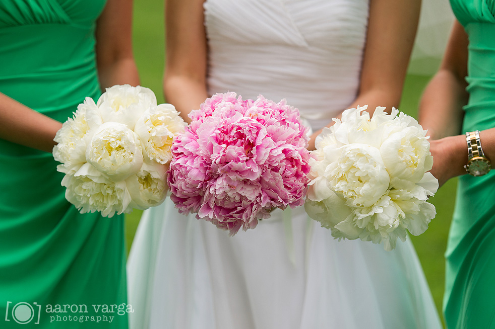 04  - pink white wedding bouquets
