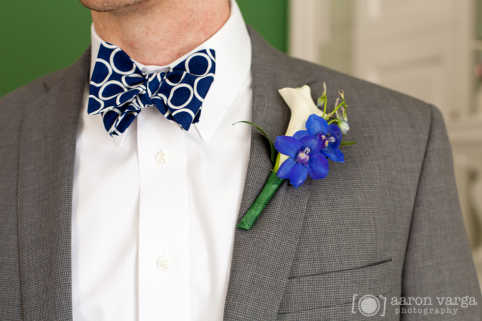 06  - blue white boutonniere