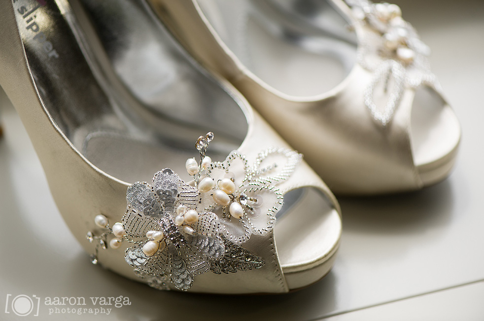 09 Ivory wedding shoes with pin - Best of 2013: Shoes