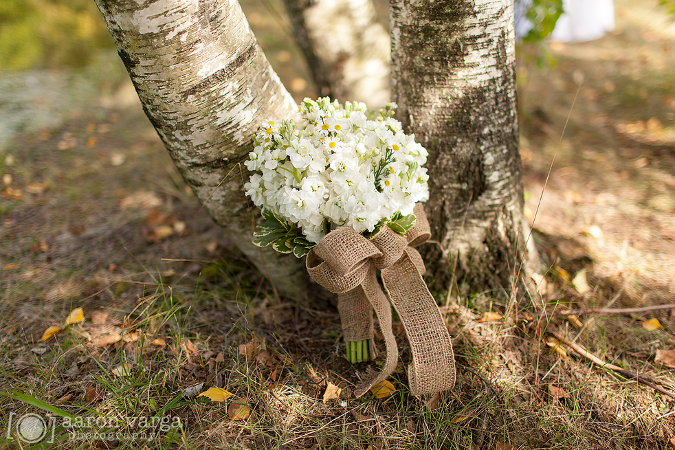 09  - burlap white natural wedding flowers