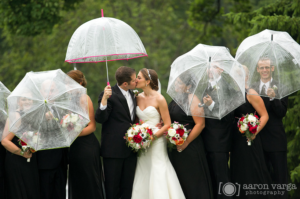 Shannopin country club wedding for Umbrella wedding photos