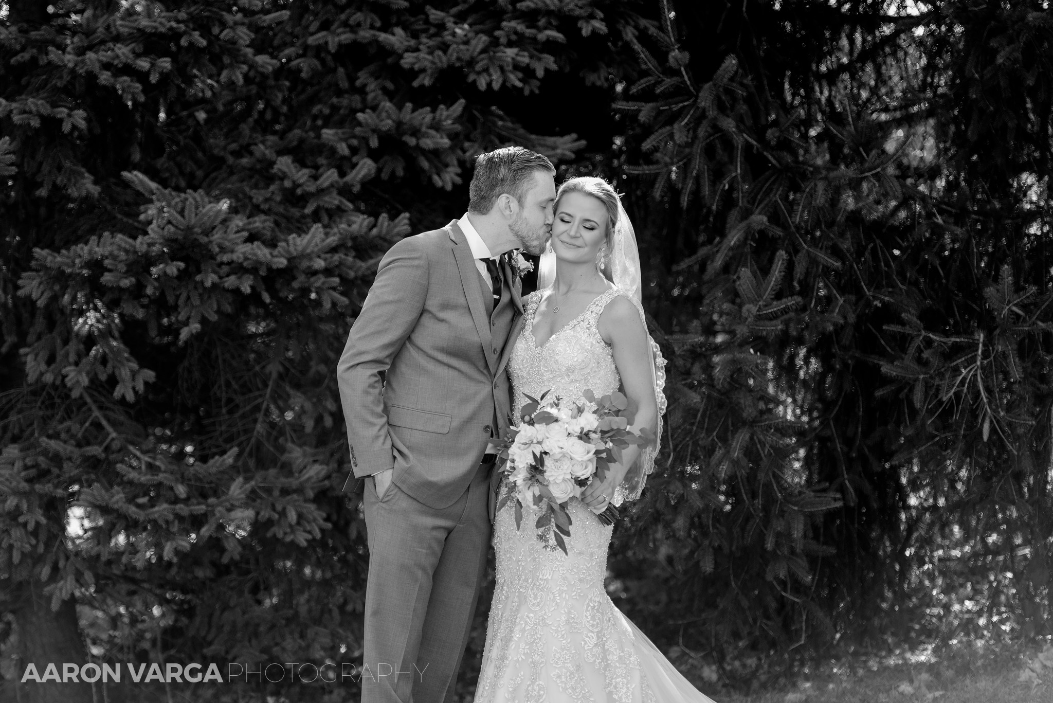 17 montour heights country club wedding photo - Amy + Bill | Montour Heights Country Club Wedding Photos