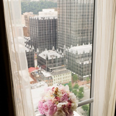 fairmont-pittsburgh-pink-bouquet(pp_w598_h900)