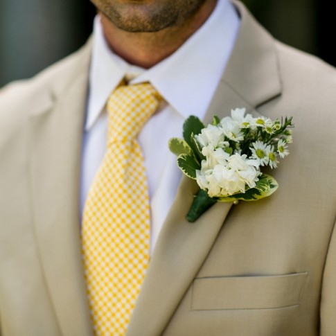 green-white-groom(pp_w900_h598)