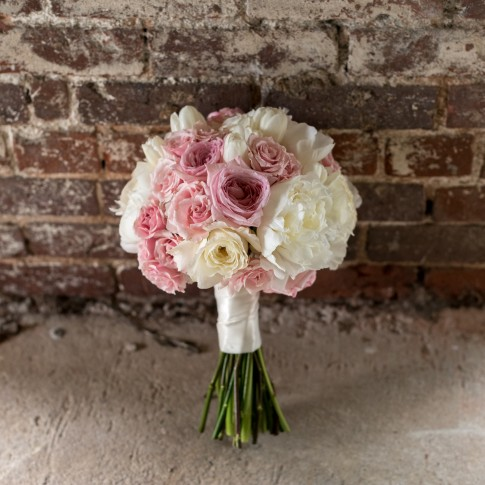 pint white wedding bouquet