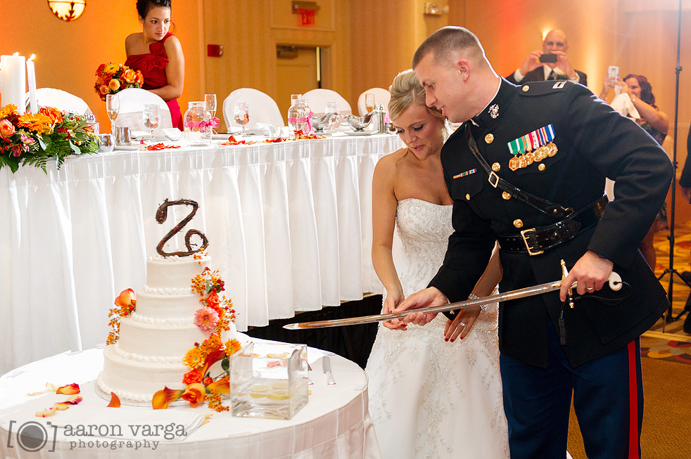 cutting wedding cake with sword garden inn southpointe wedding kevin 13304